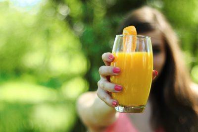 Las bebidas con edulcorantes pueden producir sobrepeso en los bebés