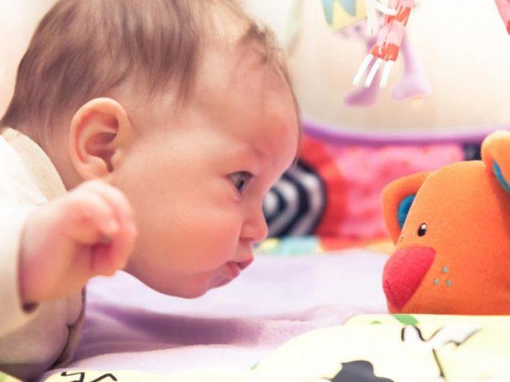 Los juguetes que más ayudan al desarrollo de un bebé de entre 6 y 12 meses
