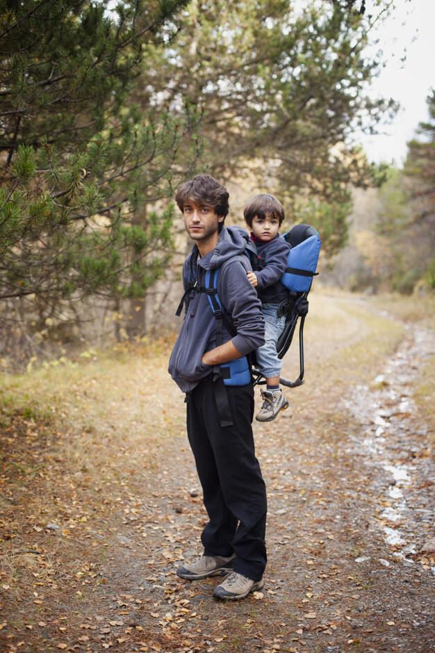 Los beneficios del fular elástico y las mochilas para bebés