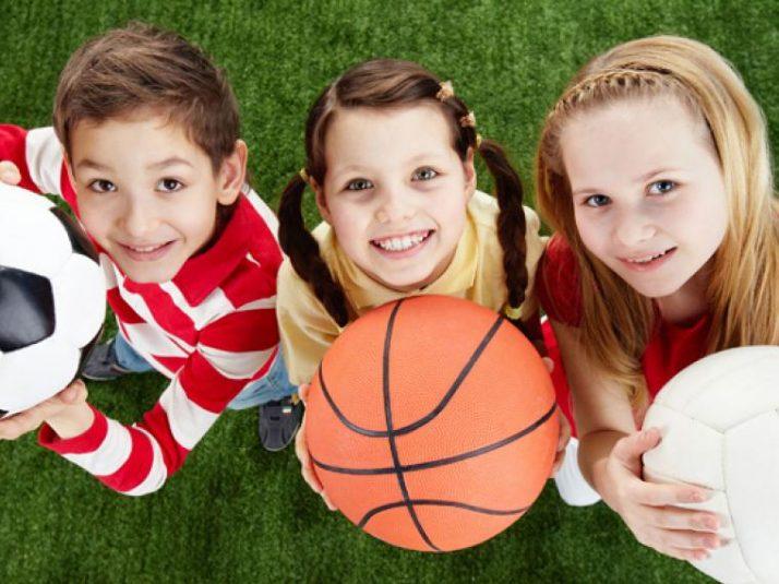 Consejos para enseñar a tu hijo a jugar deportivamente