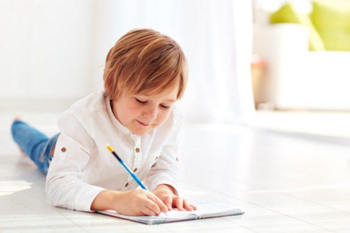 ¿Es recomendable que mi hijo escriba un diario?
